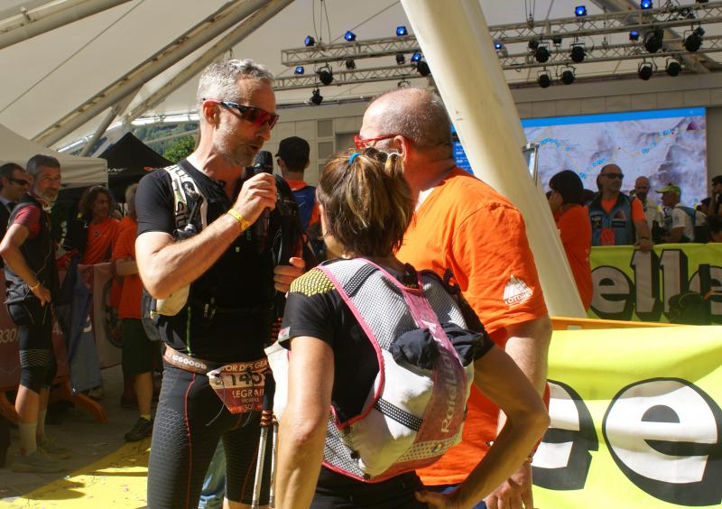 Thomas Legrain et Nathalie Mauclair interviewés sur la ligne d'arrivée